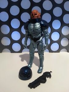 DOCTOR WHO SONTARAN COMMANDER GENERAL SKORR STALL HELMET & GUN  5