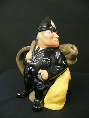 ROYAL DOULTON THE POLICEMAN AND THE FELON TEAPOT. MINT CONDITION. VERY NICE!