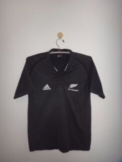 ALL BLACK POLO - OFFICIAL LICENSED PRODUCT-SIZE XL-BRAND NEW.