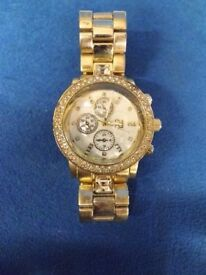 1x Yellow metal strap watch states River Island BARGAIN!WATCH!