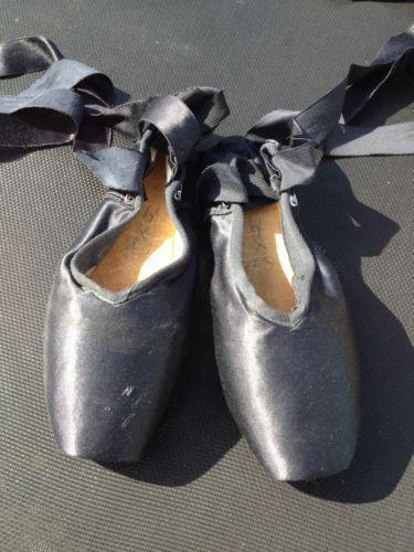 c26c4dcf14b4e4 Pointe Shoes