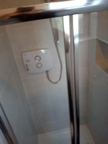 Electric Shower fitter / Shower & Pump installation & repair.  Dublin. Ph : 085 2827003