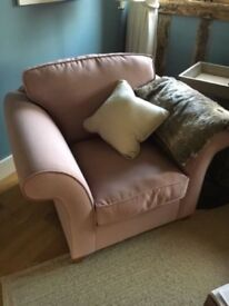 ** Basically NEW Stunning Bespoke Quality Arm Chair with 2x matching cushions**