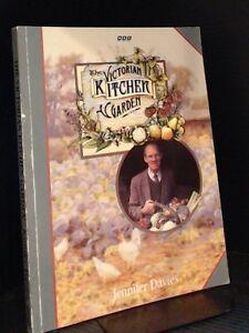 The Victorian Kitchen Garden By Jennifer Davies,Peter Thoday,Harry Dodson