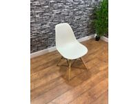 Contract Quality Contemporary Cream Plastic Cafe Bistro Bar Chairs
