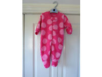 WHOLESALE JOB LOT OF NEW BABY CLOTHING..SUIT E BAYER..CAR BOOT/MARKET ETC