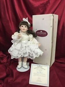 "Ashton Drake Gallery ""Ann Marie "" Look at Me Porcelain Doll NEW"