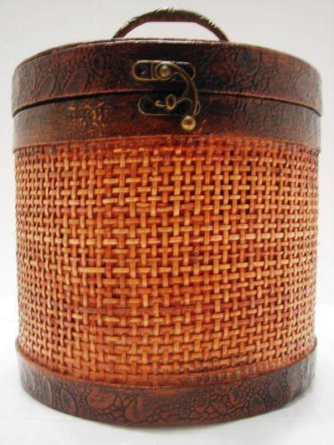 wicker basket with lid ebay. Black Bedroom Furniture Sets. Home Design Ideas