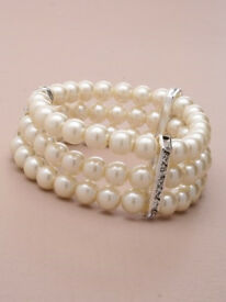 3 Row stretch faux pearl bead bracelet with crystal diamante crossbars. - JTY146