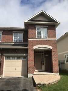 138 Trail Side Circle - Townhouse for Sale: 3 Bedrooms