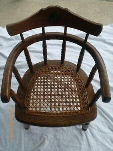 Superbe Antique Wood Childu0027s Chair