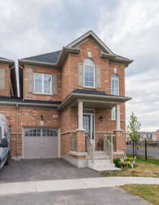 Luxurious Townhouse in Northwest Brampton. Must see!!!