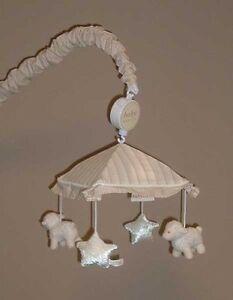 Crib musical mobile
