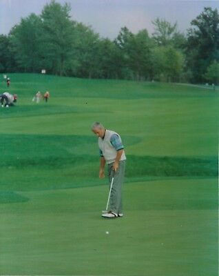 CURTIS STRANGE 8X10 PHOTO GOLF PICTURE ON THE GREEN PGA