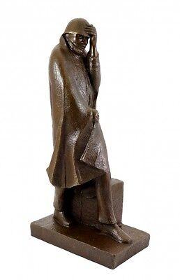 Bronze Bar (Bronzestatue - Wanderer im Wind (1934) - E. Barlach)