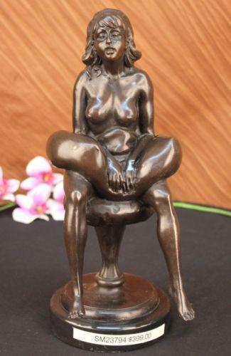 Pregnant Figurine 89