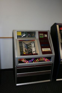 ROWE JUKE BOX PLAYS 100 C.D. stored for 12 years ,needs clean up