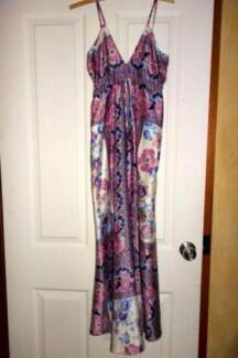 Lovely ladies long summer dress size 8 10 *EUC* Glenning Valley Wyong Area Preview