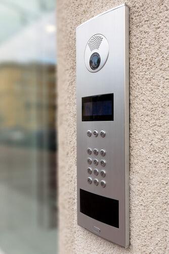 Sehen, wer kommt: Video-Türsprechanlagen zur Sicherheit