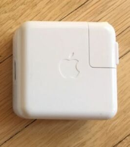 Apple A1070 Power Adapter Ipod Firewire 12V .67A classic 3 4 5th