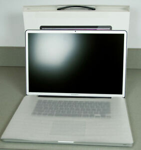 MacBook Pro 2011 17'' 2,3Ghz 8Gb 1333Mhz 750HDD Matte Screen Box