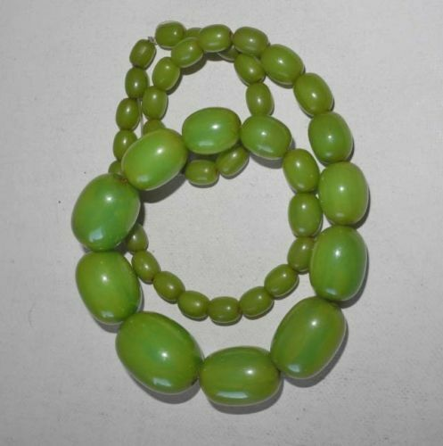 ANTIQUE VINTAGE ART DECO APPLE GREEN TESTED BAKELITE NECKLACE GRADUATED BEADS