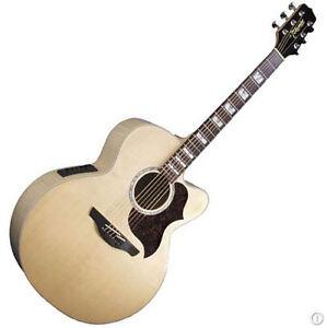 Lutrin et guitare Takamine jumbo, accordeur
