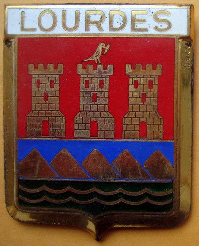 Badge auto car drago 1950s original Lourdes France French 142