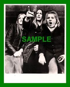 ORIGINAL-PRESS-PHOTOGRAPH-BAY-CITY-ROLLERS-FANS-FROM-HULL-LES-McKEOWN