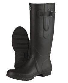TOGGI BOOTS size 4 New in Box