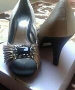 Ladies Shoes Size 8 Eee