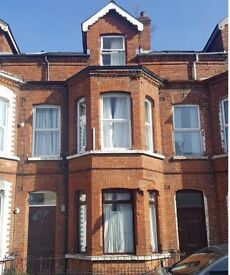 Excellent, reasonably priced 5 bedroom student house - Dunluce Avenue just off Lisburn road