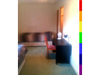 Gay houseshare, central, gbp/eur, fast internet