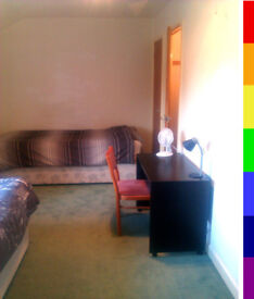 Gay houseshare, central Bristol, free utils, free internet