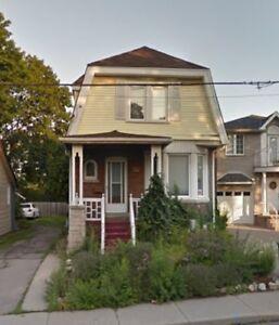 Beautiful home for lease in prime Hamilton location!