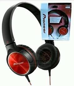 Pioneer SE-MJ522 Enclosed Dynamic Foldable Headphones Red/Black .