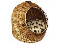 WICKER ROUND PET TRAVEL BASKET CAT / SMALL DOG. AS NEW