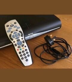 SKY+ PLUS HD BOX WITH WPS, WiFi, 1 TB, POWER LEAD AND REMOTE CONTROL.