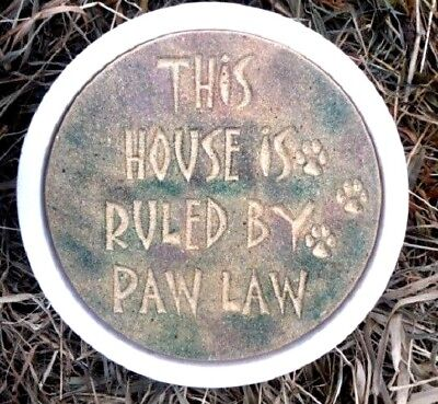 Concrete dog stepping stone paw law plastic mold 12