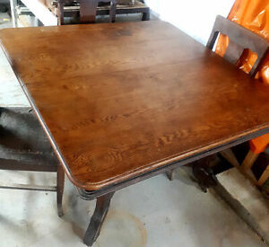 Antique Arts and Crafts Solid Oak Dining Table and 4 Chairs