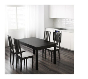 Table à rallonge avec 4 chaises Dining table with 4 chair ikea