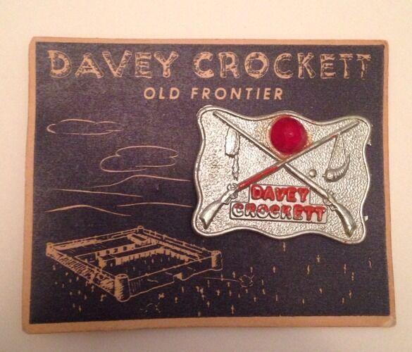 Antique/vintage 1955 DAVY CROCKETT Old Frontier Metal Badge-NM on Original Card