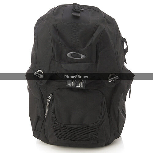 95ad08e693 oakley panel pack backpack color black brand new in on PopScreen