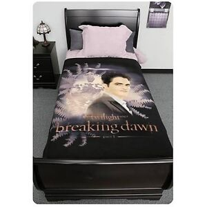 Twilight-Breaking-Dawn-Edward-with-Crest-Fleece-Blanket