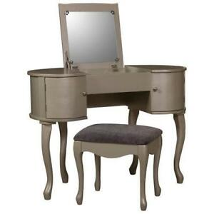 LINON HOME DECOR BYCA6531 Kiley Vanity Set with Mirror & Stool - Silver (New other)