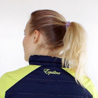 Beim Reiten wird das Haargummi zum wichtigen Sicherheitszubehör. (© Susanne Feiler)