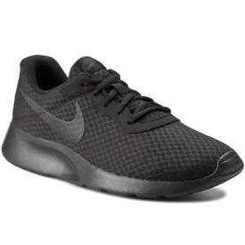 Nike Tanjun black lightweight comfort trainers size 9 9.5