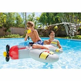 CHILDREN'S POOL/BEACH FUN INFLATABLE WATER GUN PLANE FLOATABLE RIDE-ON.NEW and BOXED.