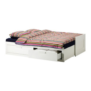 Day bed with 2 drawers, 2 mattress and linen