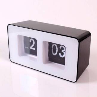 Retro Flip Classic Stylish Desk Auto Modern Wall Clock Digital